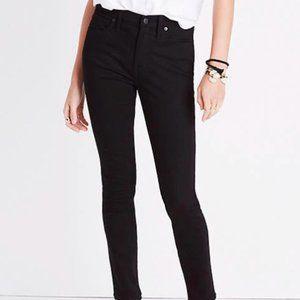 "9"" Mid-Rise Skinny Jeans in ISKO Stay Black"